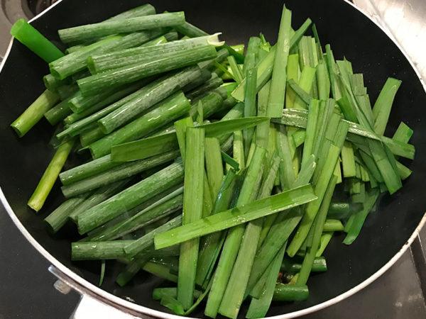 ふわとろニラ玉 作り方ニラ炒め