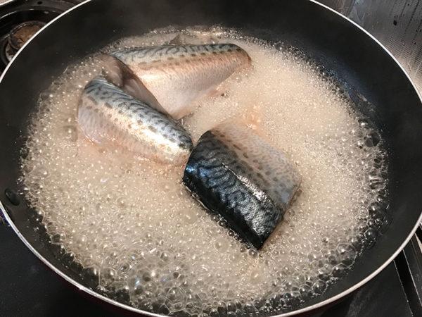 魚の煮付け サバの煮付け 強火 泡で煮る