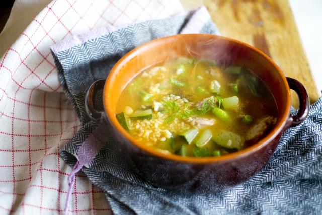 ヒルナンデス レシピ 作り方 おかずになるスープ コンビニ食材 電子レンジ 簡単レシピ サラダチキンとアスパラのスープ