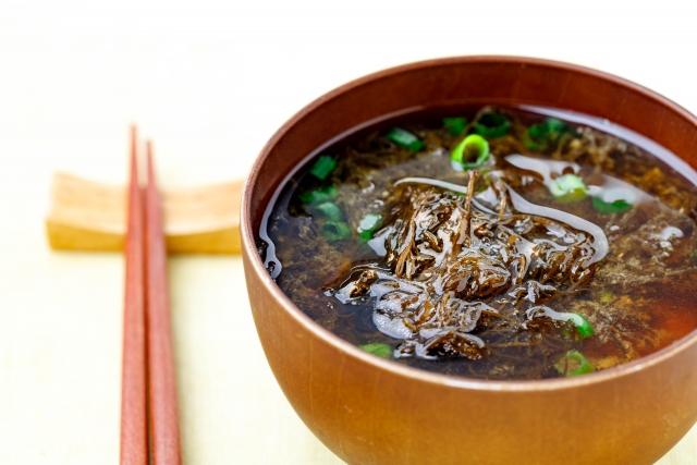 ヒルナンデス レシピ 作り方 おかずになるスープ コンビニ食材 電子レンジ 簡単レシピ ピリ辛 海藻の美腸スープ