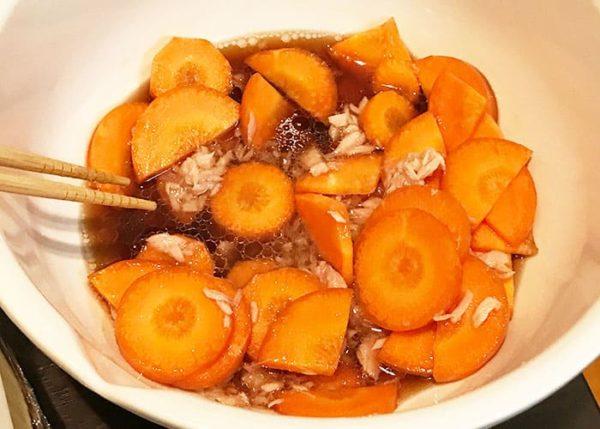 木金レシピ ニンジンとツナの煮ない煮物 耐熱ボール かき混ぜる