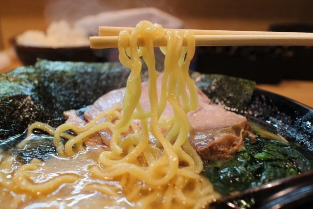 新説所JAPAN 冷凍麺 アレンジレシピ 料理研究家リュウジ バズレシピ ラーメン サバ缶